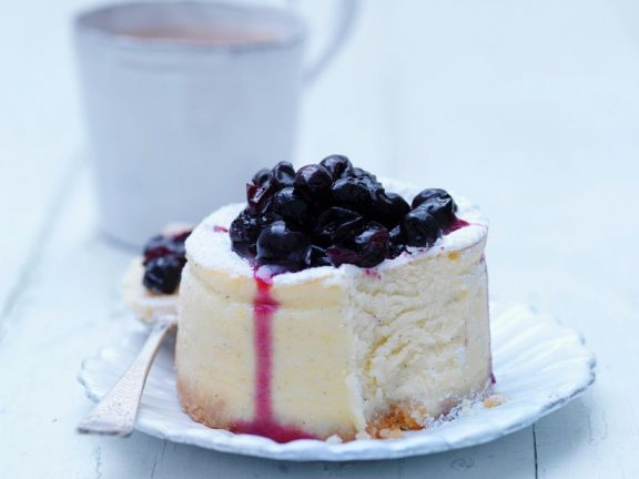 Small Currant Cheesecakes