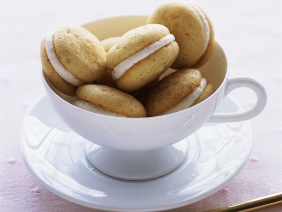 Small Vanilla Whoopie Pies