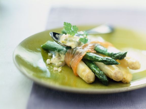 Smoked Salmon and Asparagus with Remoulade
