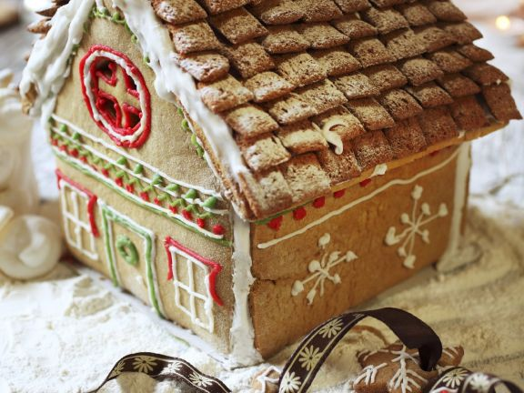 Snowy Gingerbread Cottage