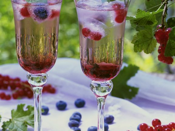 Sparkling Wine and Berry Drinks