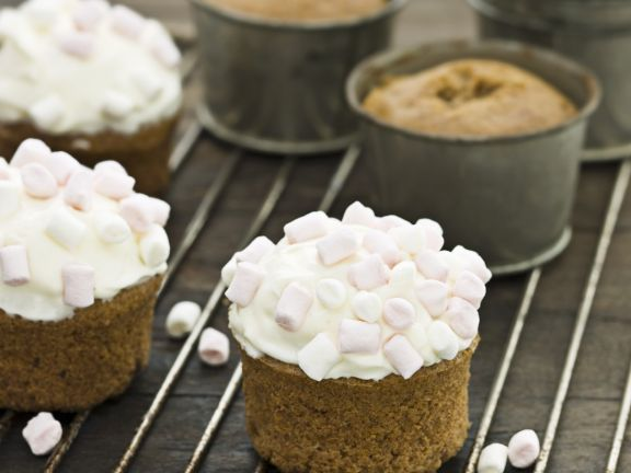 Spiced Individual Cakes with Mallow