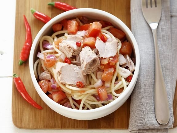 Spicy Pasta with Tuna, Tomatoes and Onions