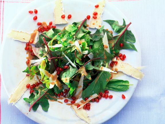 Spinach Salad with Brie and Pomegranate Seeds