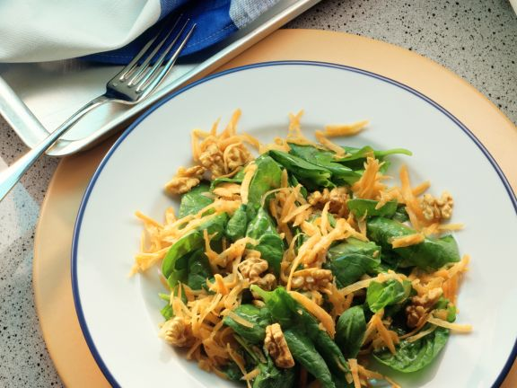 Spinach Salad with Carrots and Walnuts
