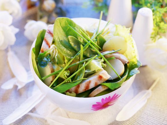 Spring Salad with Potatoes, Spinach and Chicken