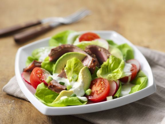 Steak Salad with Avocado and Tomato