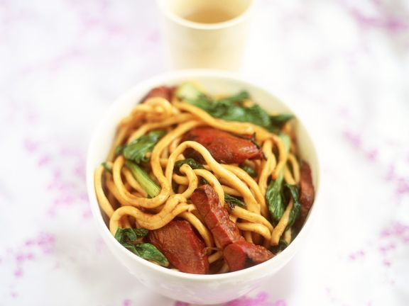 Stir-Fried Egg Noodles with Pork and Sprouts