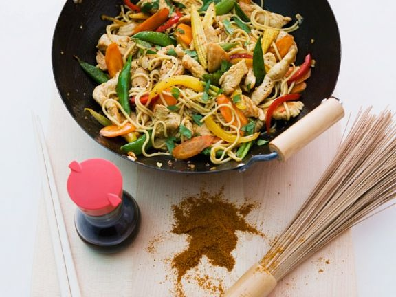 Stir-Fried Vegetables with Egg Noodles and Turkey