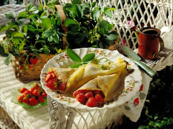 Strawberry-Filled Crepes