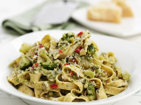 Tagliatelle with Broccoli and Nuts