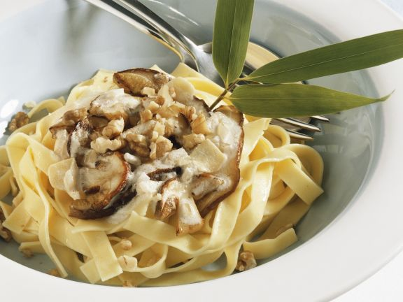 Tagliatelle with Mushroom Sauce and Walnuts