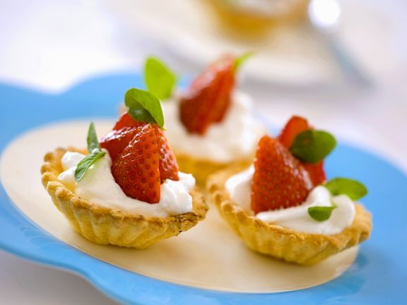 Tartlets with Strawberries and Yoghurt Cream