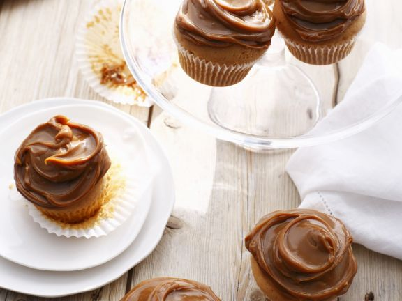 Thick Caramel Cakes