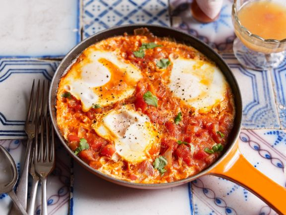 Tomato and Bell Pepper Sauce with Eggs