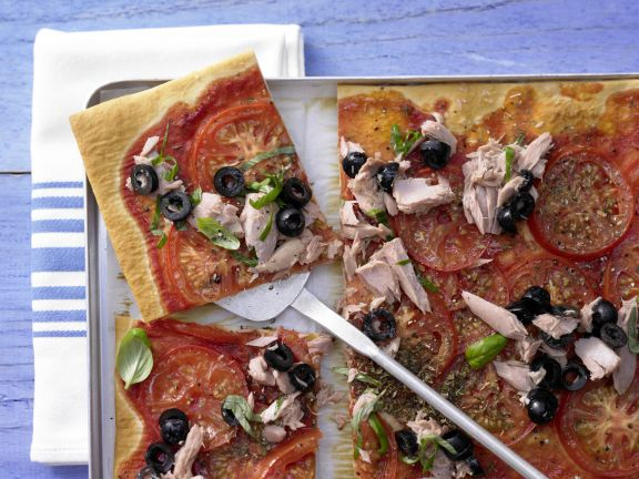 Tomato and Tuna Pizza