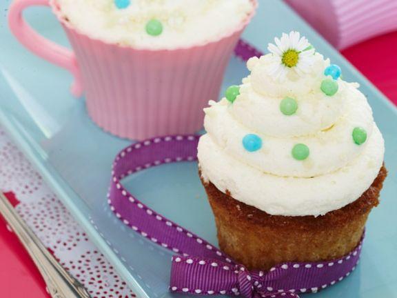 Vanilla Cupcakes with Daisies
