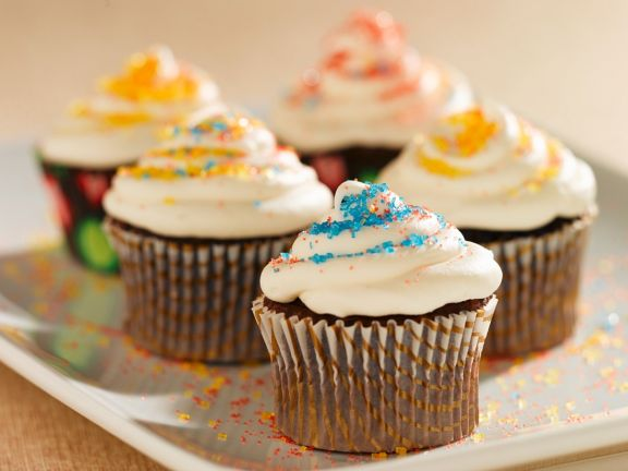 Vanilla-frosted Chocolate Cupcakes