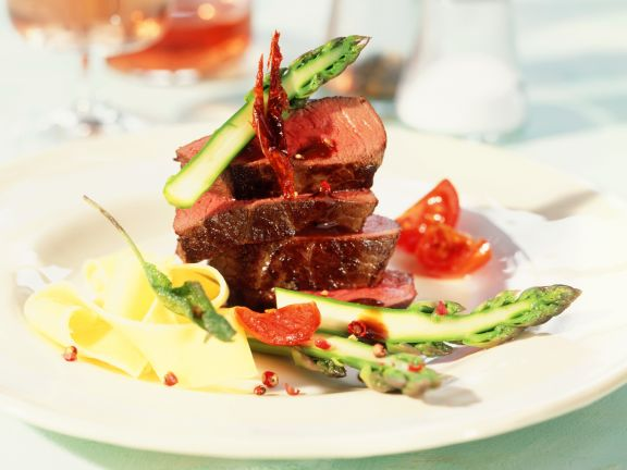 Venison with Asparagus and Tomatoes