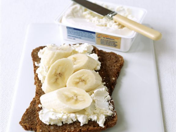 Whole Wheat Bread with Banana and Cream Cheese
