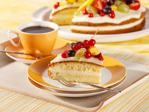 Wine Cream Cake with Fruit