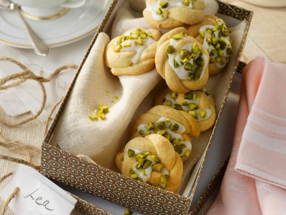 Wreath Cookies with Lime Icing