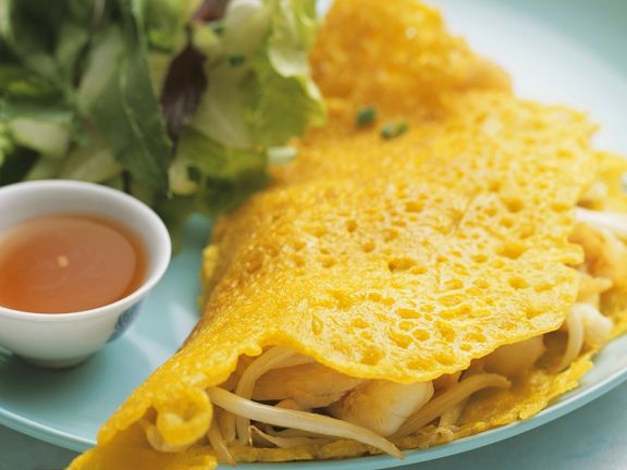 Yellow Rice Crepes with Shrimp Filling