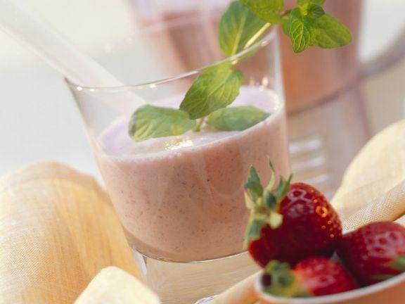 Yogurt with Strawberries and Cashews