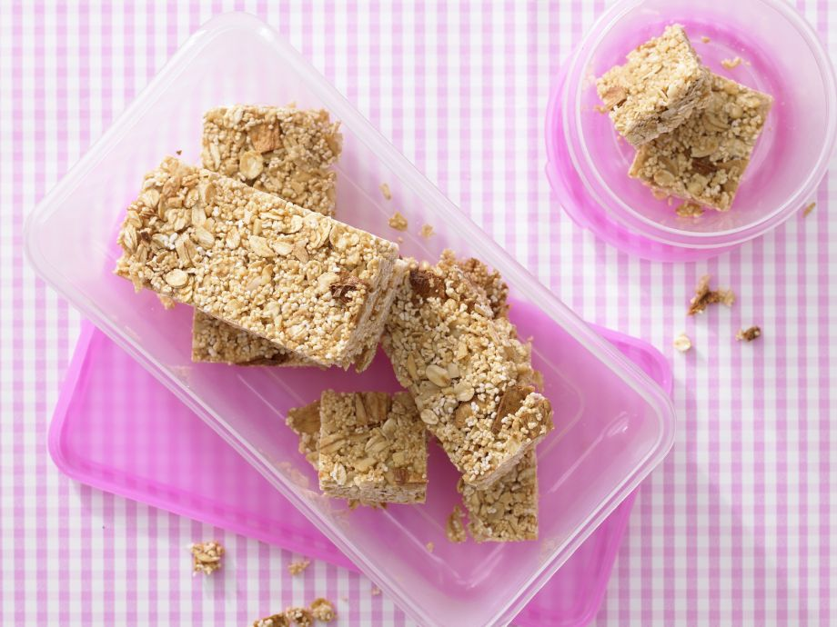 Amaranth-Pineapple Squares - Amaranth-Pineapple Squares - Nibble, nibble: nutty snack with tropical fruit