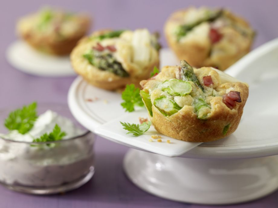 Asparagus Muffins with Herb Dip - Asparagus Muffins with Herb Dip - Culinary delights of spring with a particularly delicate quality