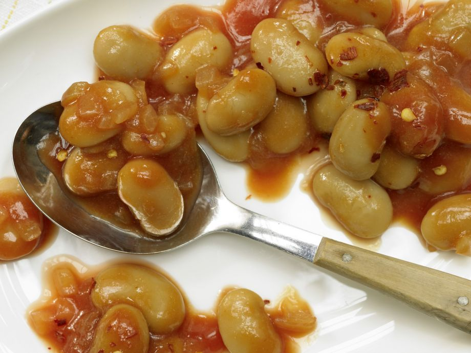 Baked Beans - Baked Beans - Sweet and spicy baked beans: A favorite New England side dish
