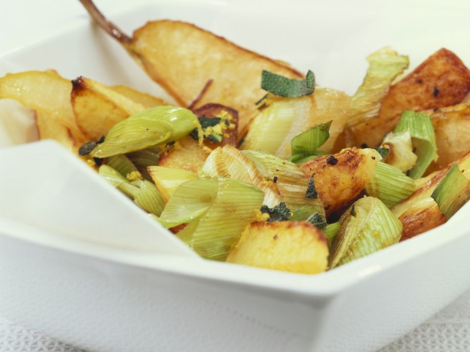 Baked Potatoes with Leeks and Pears