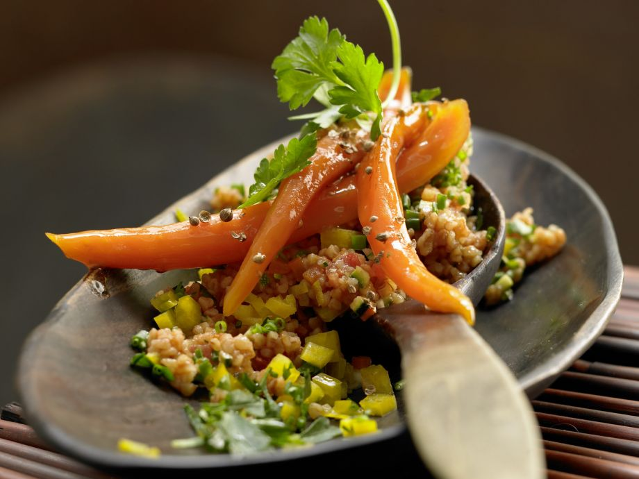 Bulgur and Pepper Salad - Bulgur and Pepper Salad - Satisfying salad with fresh herbs and mixed vegetables