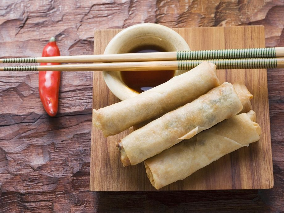 Chinese wrappers with dip