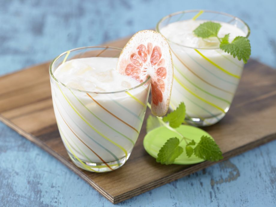 Citrus-Soy Drink - Citrus-Soy Drink - Cool snack for the health-conscious in appetizing green and white
