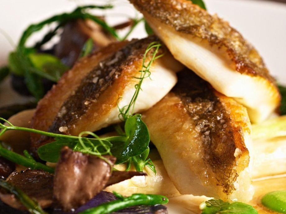 Crisp fish fillets with purple potatoes