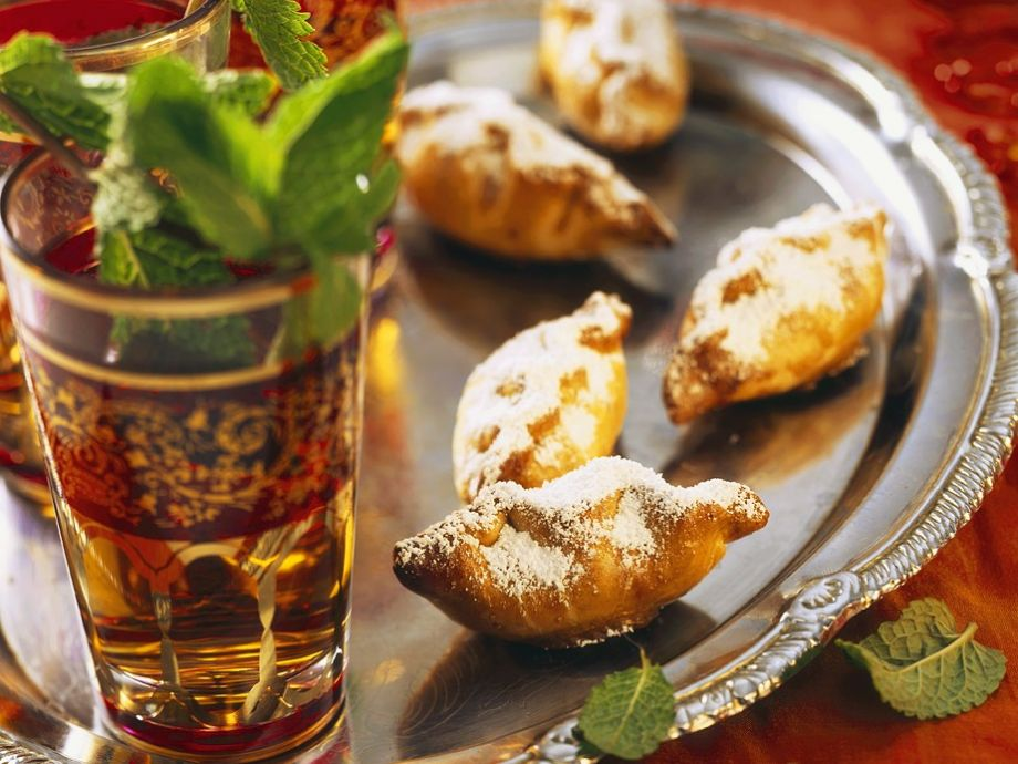 Green tea with sweet pasties