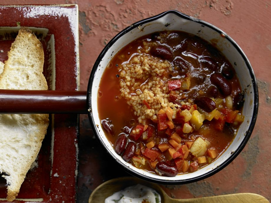 Vegetarian Chili - Vegetarian Chili - Vegetarian Chili: Hot satisfying dish for fans of meatless mains