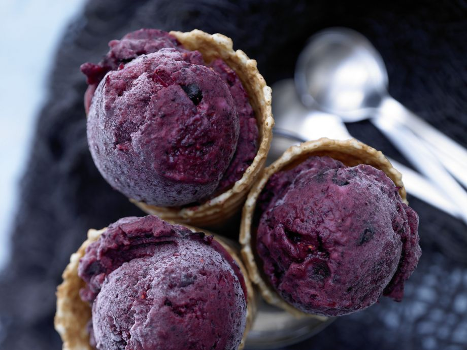 Fast Berry Ice Cream - Fast Berry Ice Cream - A quick dessert that comes together quickly—and pleases all ages