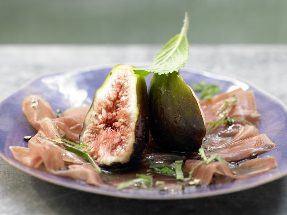Figs and Prosciutto - Figs and Prosciutto - A bite-sized treat that's ready in no time!