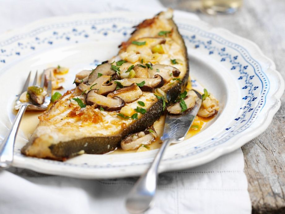 Fish fillet with sauteed mushrooms