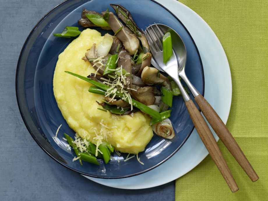 Fried Oyster Mushrooms and Polenta - Fried Oyster Mushrooms and Polenta - Vegetarian goodness: Very delicious and quickly prepared