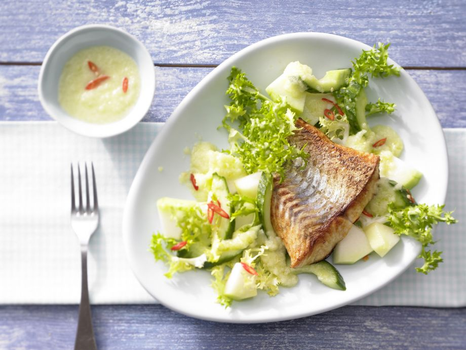 Frisee Lettuce and Melon Salad - Frisee Lettuce and Melon Salad - A fruity frisée melon salad with juicy fish fillet is just right for a light dinner