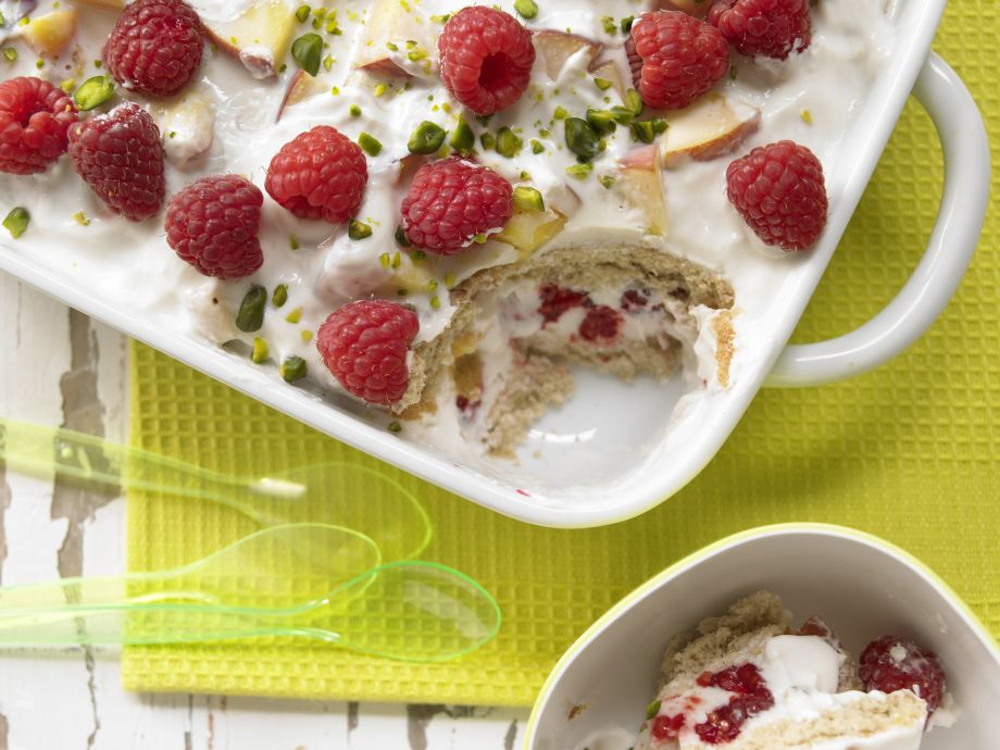 Fruity Yogurt-Cookie Casserole - Fruity Yogurt-Cookie Casserole - Kids love sweet main courses - here made with fresh raspberries and peaches