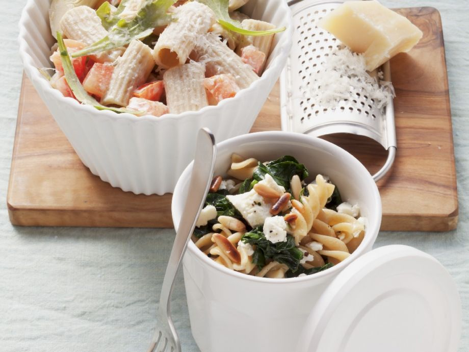 Fusilli and cheese bowls