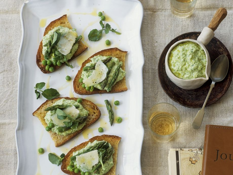 Garden pea and asparagus toasts