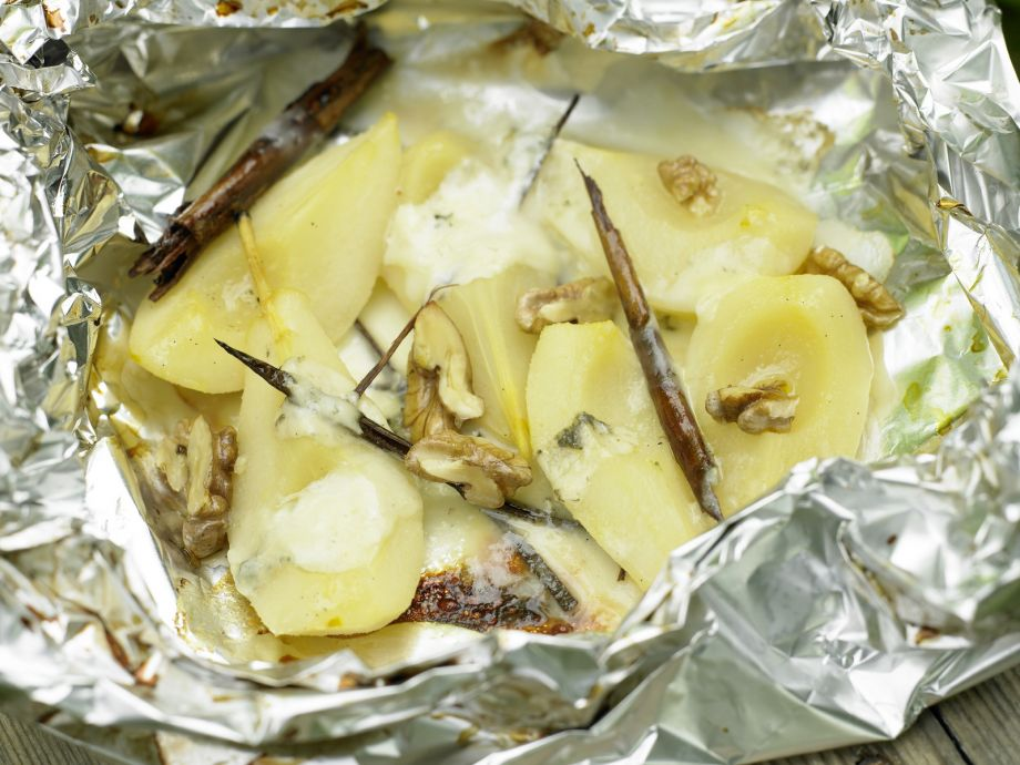 Grilled Pears and Gorgonzola - Grilled Pears and Gorgonzola - A match made in heaven: Fragrant spiced fruit and savory cheese
