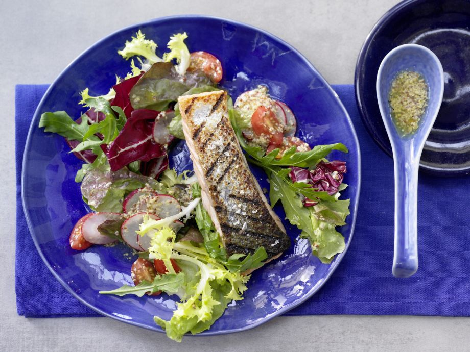 Grilled Salmon Salad - Grilled Salmon Salad - An easy, healthy gourmet meal