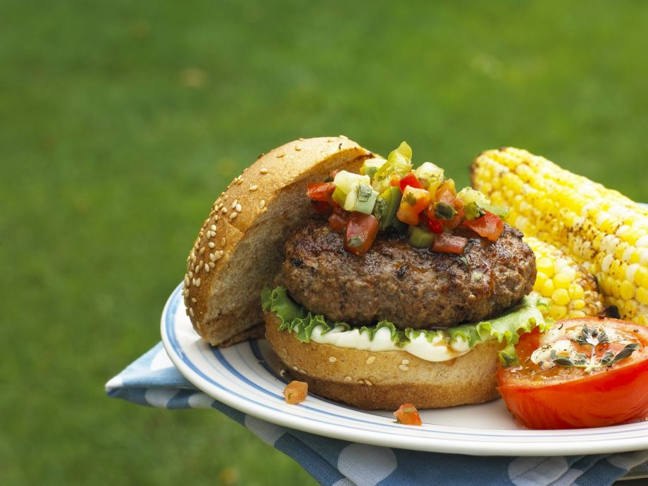 Hamburgers with vegetable salsa and corn on the cob