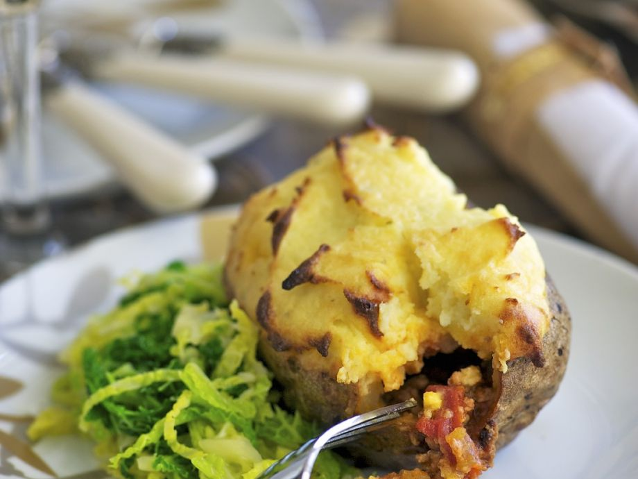 Jacket potato with mince filling